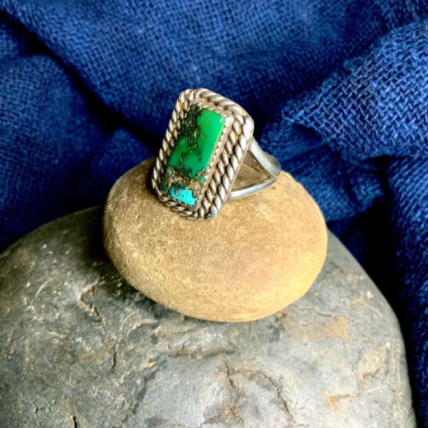 1930sGREEN & BLUE TURQUOISE RECTANGLE MENS RING SILVER TWISTED WIRE SPLIT SHANK