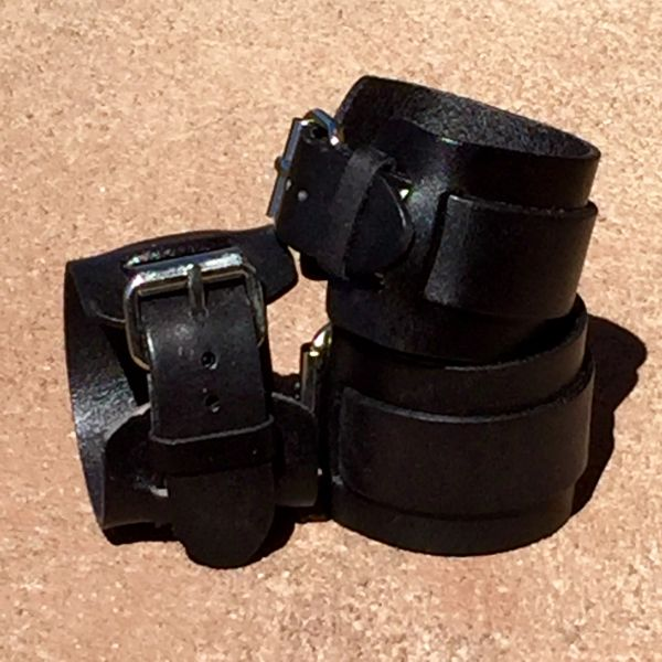 1 BUCKLE SHINY BLACK LEATHER CUFF BRACELET
