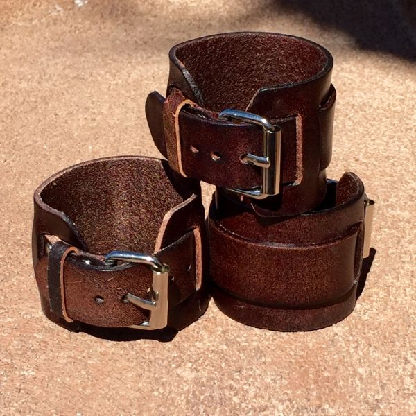 1 BUCKLE SHINY BROWN LEATHER CUFF BRACELET