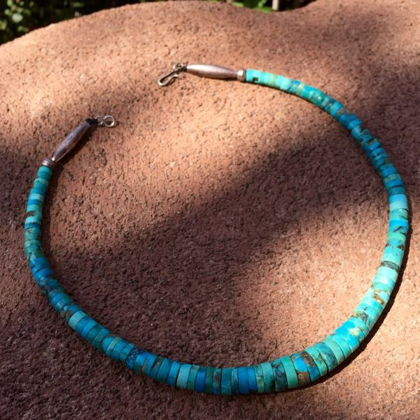 SOLD 1950s GRADUATED AMERICAN GRADUATED TURQUOISE HEISHI & BENCH BEAD CHOKER NECKLACE