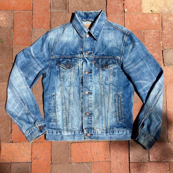 SOLD LEVIS CLASSIC SLIM FIT TRUCKET DENIM JACKET