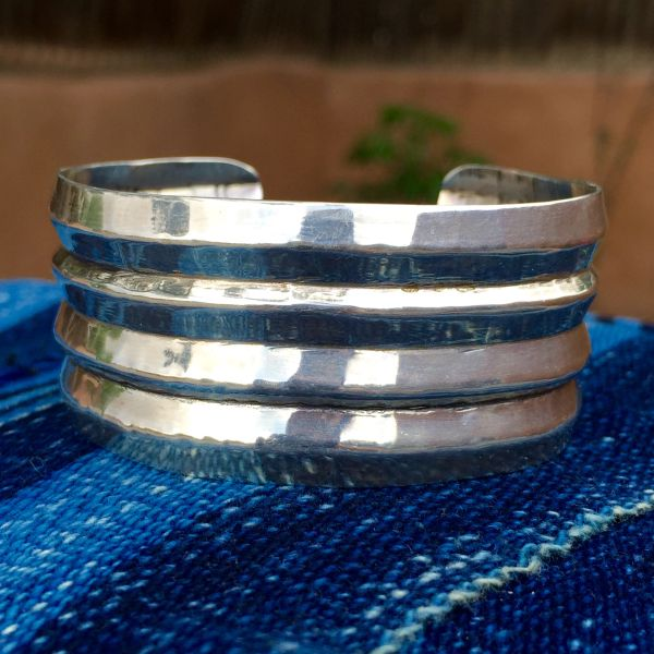 1940s HAMMERED RIDGED SILVER WROUGHT CUFF