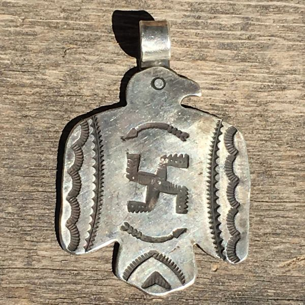 REPRODUCTION 1920s XL SILVER FRED HARVEY ERA ARROWS THUNDERBIRD WHIRLING LOG DOG TAG PENDANT