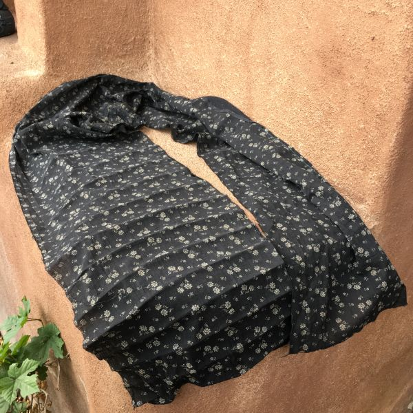SOLD 1860s SOLD AMERICAN FLORAL CALICO THIN LONG BLACK ASCOT