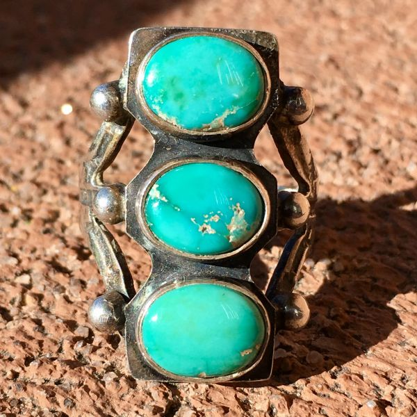 SOLD 1920s OVAL STOPLIGHT BLUE GREEN TURQUOISE RING