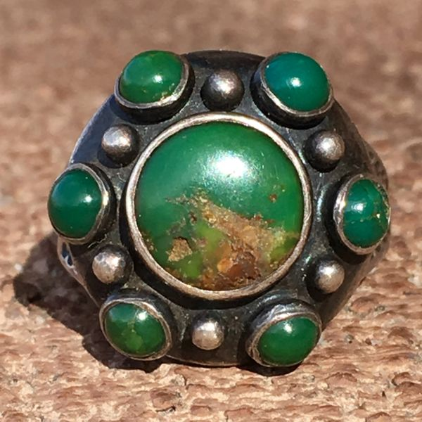 SOLD 1920s ARROW WHIRLING LOG STAMPED CERILLOS TURQUOISE 7 GREEN STONE SILVER RING