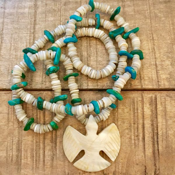 1940s SANTO DOMINGO BIG THUNDERBIRD SHELL & PUMP DRILLED VIVID TURQUOISE CHIP NECKLACE