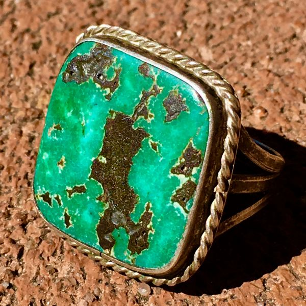 1940s VIVID BLUE GREEN BLACK SQUARE FLAT TURQUOISE SILVER RING