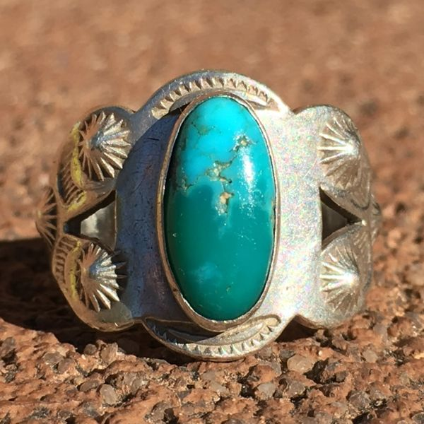 SOLD 1920s ARROWS & PEYOTE BUTTON REPOUSSE' SILVER OVAL 2 TONE VIVID BLUE TURQUOISE RING
