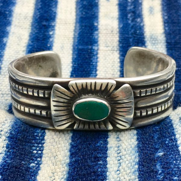 SOLD 1940s SMALL WRIST US NAVAJO GUILD ERA REVIVAL OF 1870s STYLE INGOT GREEN TURQUOISE CHISELED BOW BRACELET