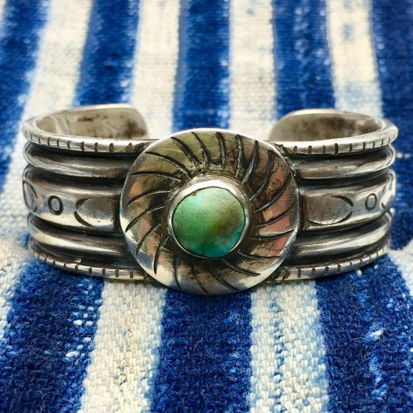 SOLD 1940s US NAVAJO GUILD ERA INGOT SILVER CIRCLE TURQUOISE SHIELD CUFF REVIVAL OF 1880s STYLE SMALL WRIST