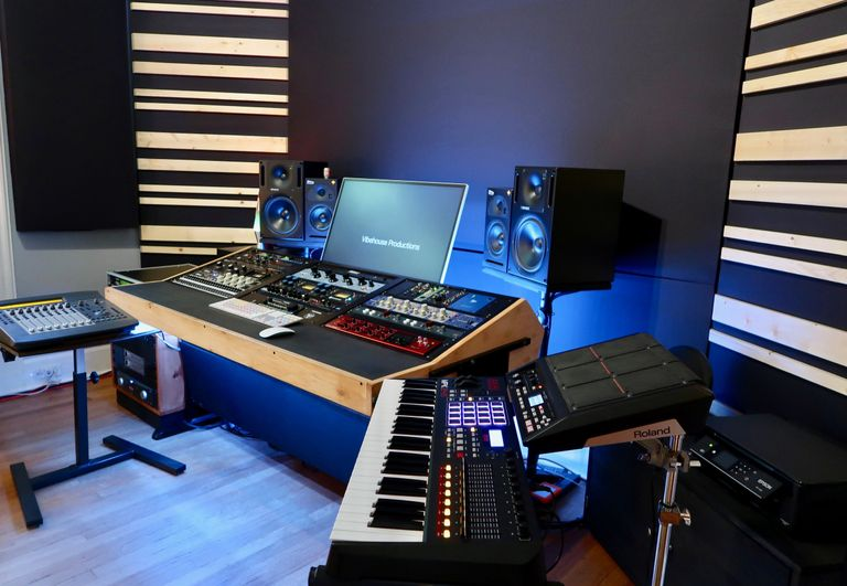 Recording Studio Avid Pro Tools Logic Pro X Outboard Gear Mix Engineer