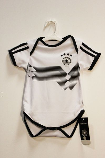 GERMANY Black White 4 Stars , OZIL #10 DEUTSCHER .. Logo FIFA World Cup BABY'S JUMPER ..6 - 9 Months