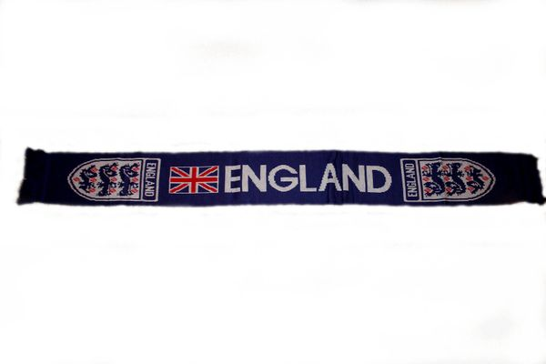 "ENGLAND BLUE COUNTRY FLAG , 3 LIONS FIFA SOCCER WORLD CUP THICK SCARF .. SIZE : 56"" INCHES LONG X 6"" INCHES WIDE , 100% POLYESTER HIGH QUALITY .. NEW"