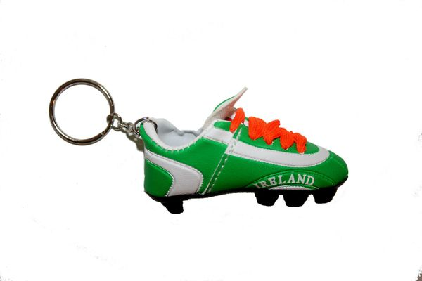 IRELAND GREEN WHITE SHOE CLEAT KEYCHAIN .. NEW AND IN A PACKAGE