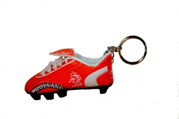 HOLLAND RED KNVB LOGO FIFA SOCCER WORLD CUP SHOE CLEAT KEYCHAIN .. NEW AND IN A PACKAGE