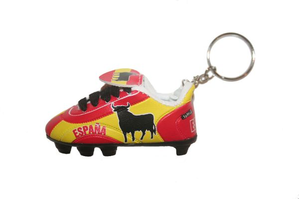 ESPANA SPAIN RED YELLOW SHOE CLEAT KEYCHAIN .. NEW AND IN A PACKAGE