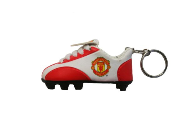 MANCHESTER UNITED LOGO SOCCER SHOE CLEAT KEYCHAIN .. NEW AND IN A PACKAGE