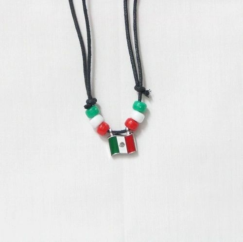 MEXICO COUNTRY FLAG SMALL METAL NECKLACE CHOKER .. NEW AND IN A PACKAGE