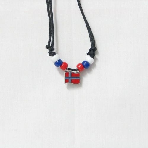 NORWAY COUNTRY FLAG SMALL METAL NECKLACE CHOKER .. NEW AND IN A PACKAGE