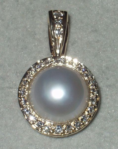 0acc293b7cb6e 14 Karat Yellow Gold Mabe Pearl and Diamond Chain Necklace / Pearl Enhancer