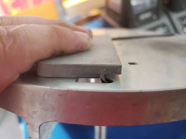 Block shaver blade setting gauge