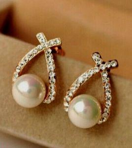 DL532081 Criss Cross Pearl Earrings
