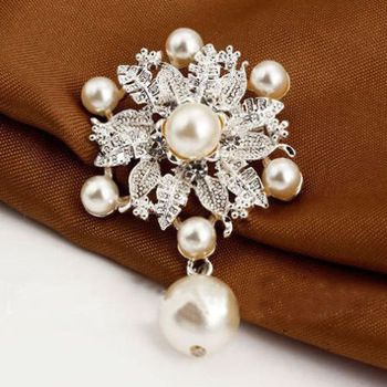 432093 Queen Charm Pearl Brooch