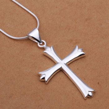 DL532197 .925 Sterling Silver Cross Pendant Necklace