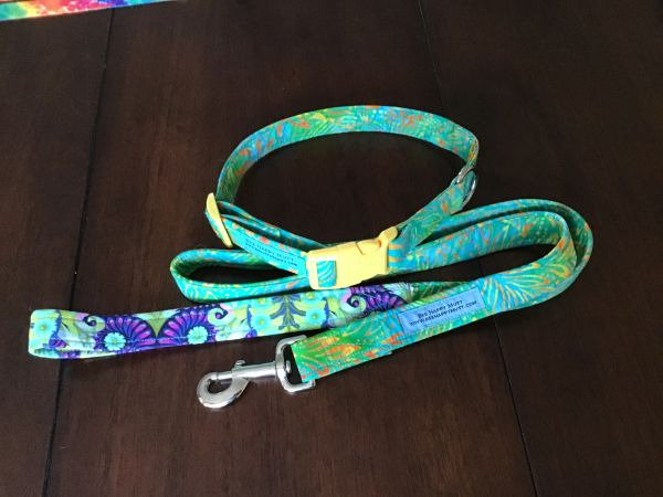 Hawaiian style matching dog collar and leash set size LG