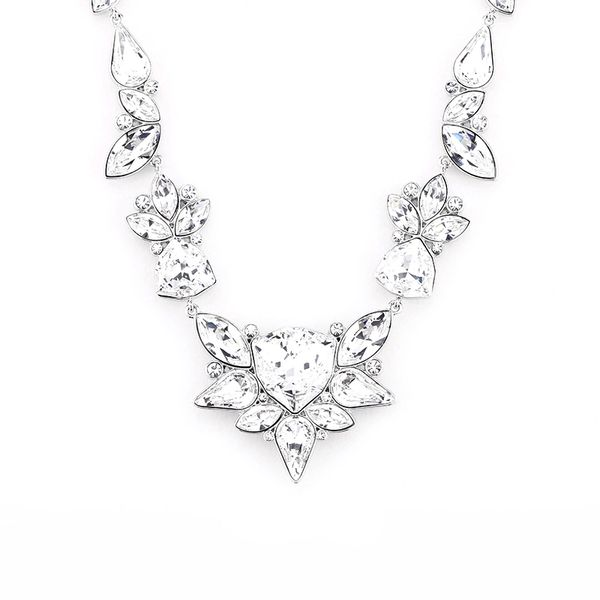 Elegant Silver Necklace Made With Crystals From Swarovski