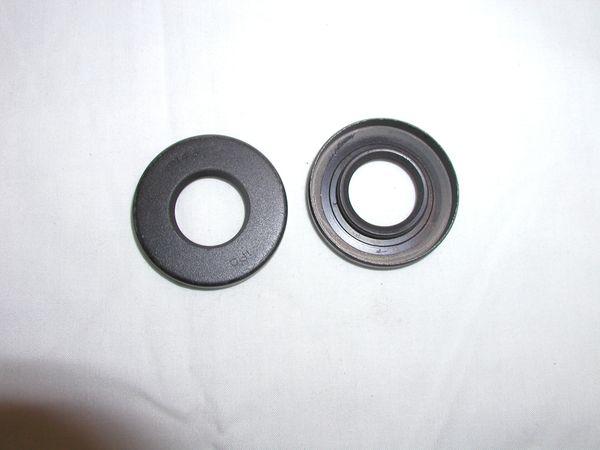 Crankshaft seal clutch side