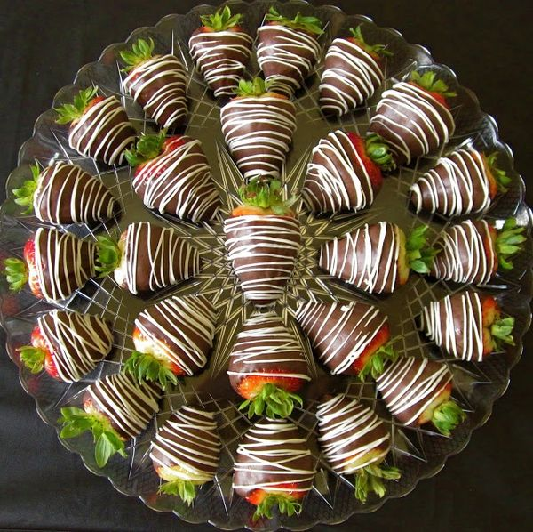 Chocolate Covered Strawberries Tray / White Chocolate Option available