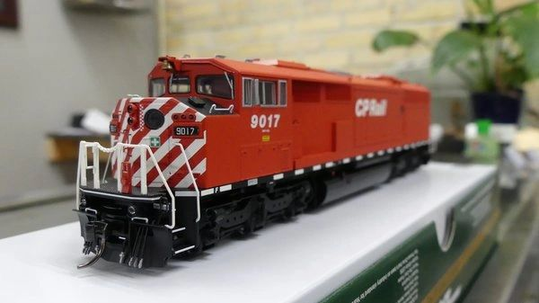 Bowser Ho Scale (2nd Run) SD40-2F CP Rail Round Port Hole & Sill Dashes W/Ditchlights DCC & Sound *Pre-order*