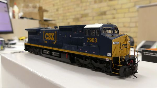 Atlas Ho Scale Dash8-40CW CSX DCC W/Sound