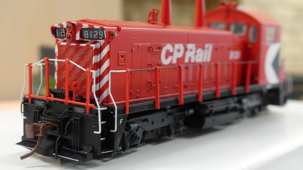 "Rapido Ho Scale Canadian Pacific SW1200RS 5"" Stripe, Cab Multi-mark DCC Ready"