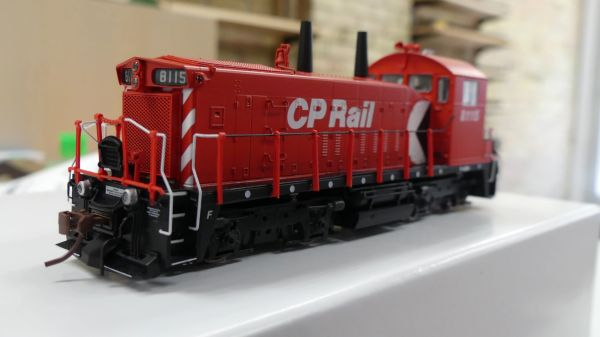 """Rapido Ho Scale Canadian Pacific SW1200RS 8"""" Stripe Hood Multi-mark DCC W/Sound & Ditchlights"""