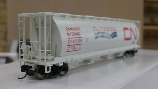 Walthers Mainline 59' Cylindrical Hopper CN