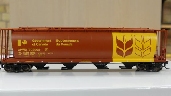 Walthers Mainline 59' Cylindrical Hopper CPWX Wheat Board