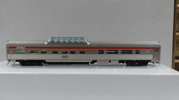 Rapido Ho Scale Budd Mid Train Dome Cars CP Rail Action Red