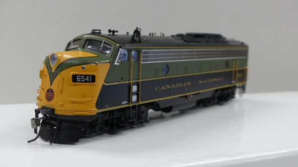 Rapido Ho Scale Canadian National Green & Gold FP9A DCC & Sound