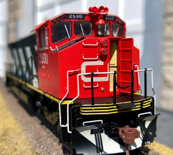 Rapido Ho Scale MLW M420 Canadian National Stripes (Red/Orange Cab Roof) DCC & Sound