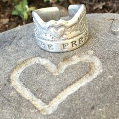 """Be Free"" Surfers' Claddagh Ring"