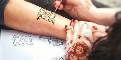 Mehndi henna artist Delaware New Jersey Pike Creek Newcastle Wilmington Cowtown coffee shops party