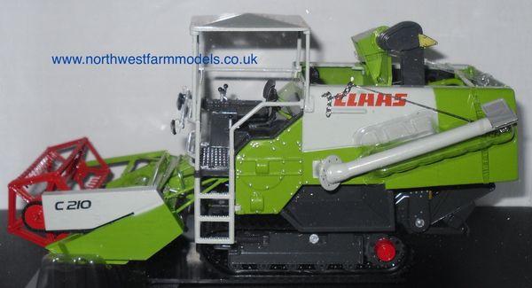 UH2672 Universal Hobbies 1/32 Scale CLAAS Crop Tiger 30 with C210 Header