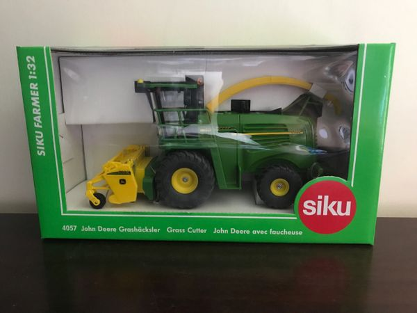 SIKU 1:32 SCALE JOHN DEERE 7400 SELF PROPELLED FORAGE HARVESTER WITH GRASS HEADER