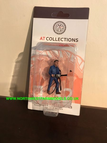 "AT COLLECTIONS 1:32 SCALE ""MECHANIC FASTENING WHEEL NUTS"" FIGURE"