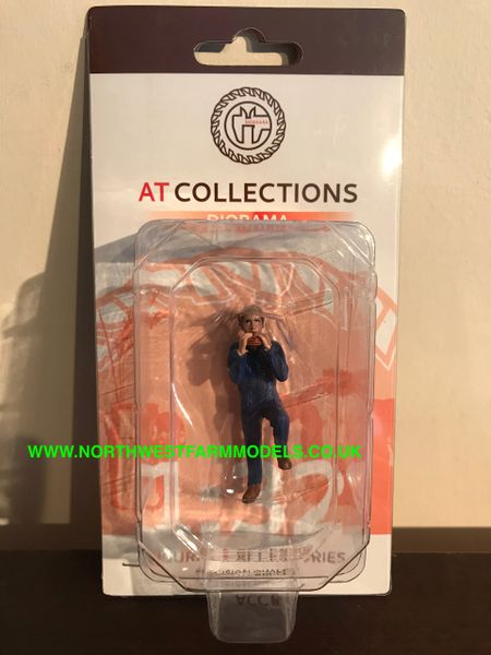 "AT COLLECTIONS 1:32 SCALE ""FARMER EATING SANDWICH"" FIGURE"