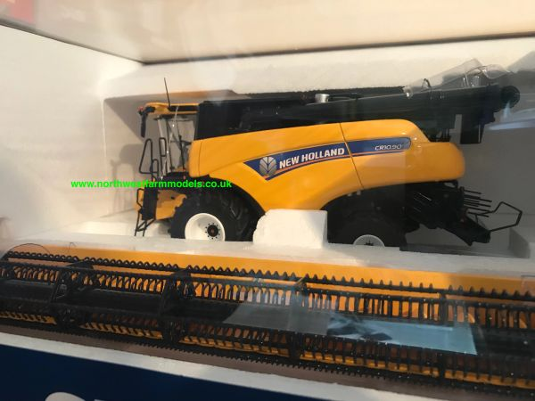 UNIVERSAL HOBBIES 4868 1:32 SCALE NEW HOLLAND CR10.90 COMBINE HARVESTER **NEW**