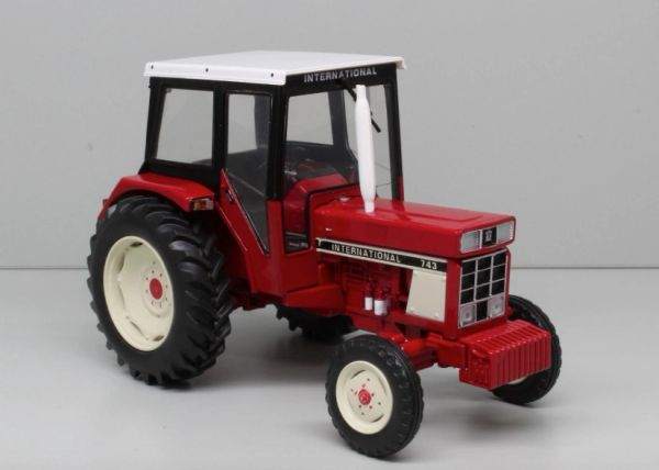 REPLICAGRI 1:32 SCALE INTERNATIONAL 743 2WD